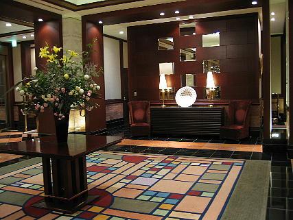 05_07_lobby1.jpg