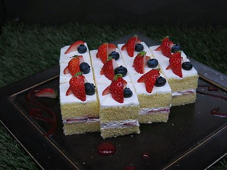 conrad_lounge_afternoon_cake4.jpg