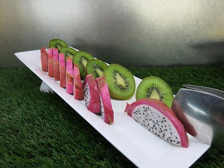 conrad_osa2_lounge_night_fruits2.jpg