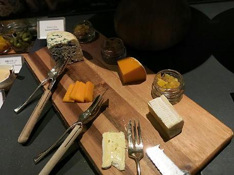 palace_tyo2_night_lounge_cheese.jpg